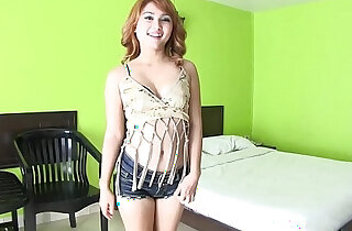 Pale white Thai girl meets pale white foreigner for bareback sex xxx tube video