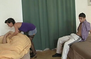 He sleeps whele his GF cheats xxx tube video