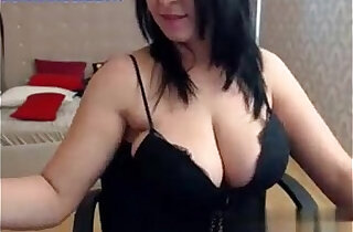 Big tits brunette babe shows off her curvy body on cam xxx tube video