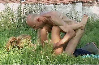 Old man is helping her cum xxx tube video
