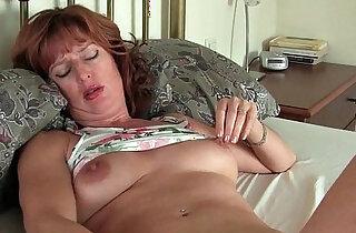 Mature milf masturbates with toys xxx tube video