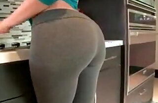Sexy girl showing off ass xxx tube video