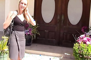 Real estate agent fucks wife when husband is away xxx tube video
