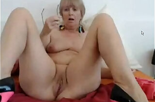 Busty mature dildoing her pussy and ass on cam xxx tube video