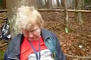 Mature lady with big round huge boobs fingering in wood xxx tube video