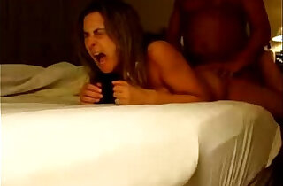 MILF gets anal orgasm during bedside hotel fuck xxx tube video