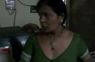 Amateur Housewife Bhabhi Changing Her Blouse Exposing BigTits xxx tube video